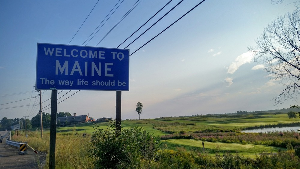 Welcome to Maine sign