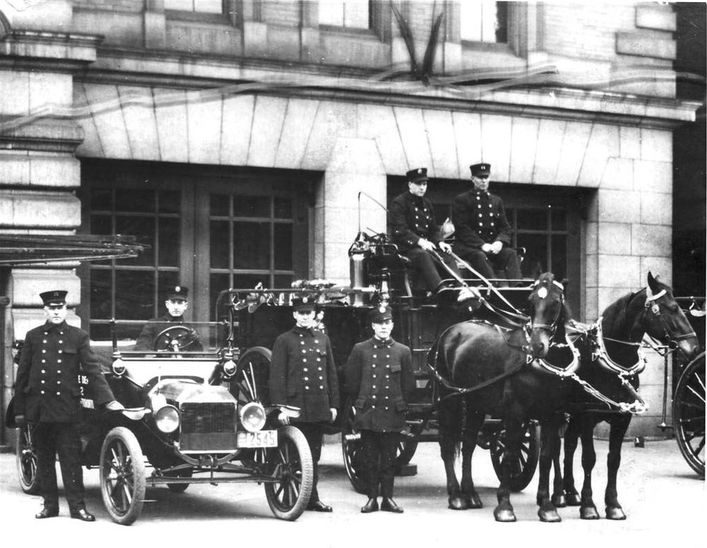 Horse drawn fire department.   Source: Wikimedia.