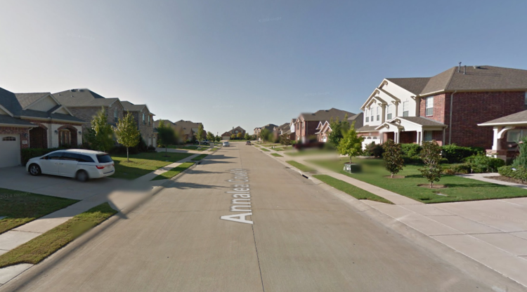 A street in my old neighborhood, designed like an airport runway. (Image from google earth)
