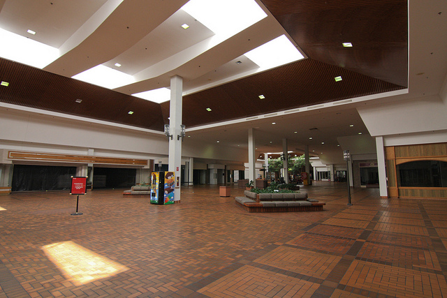 Westland Mall in Columbus, OH (Photo by  Sam Howzit )