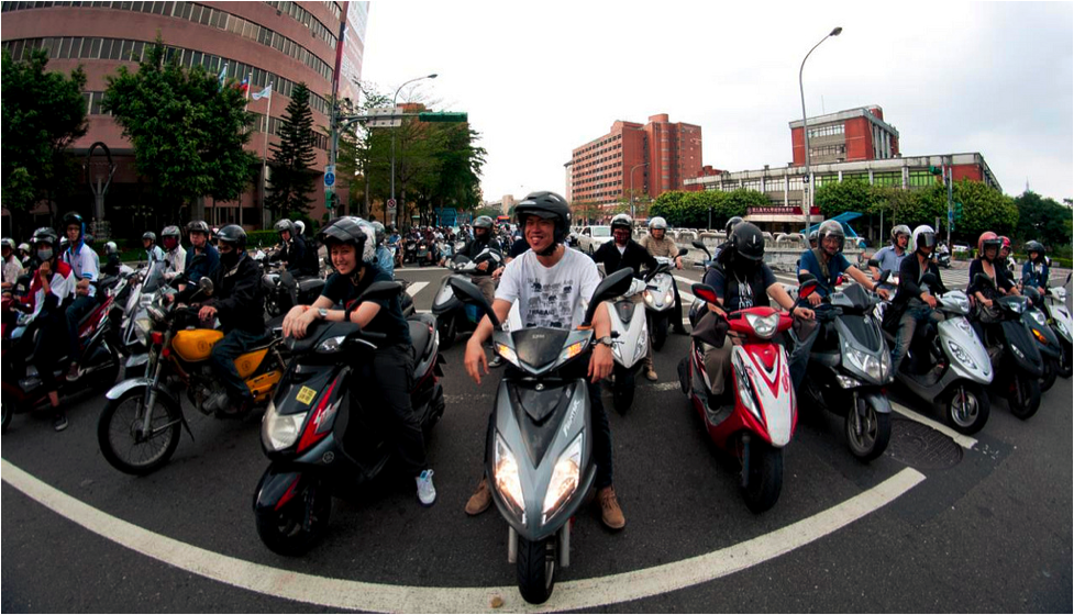 Scooters in Taipei, Taiwan. Photo Credit: Flikr user carlosfpardo