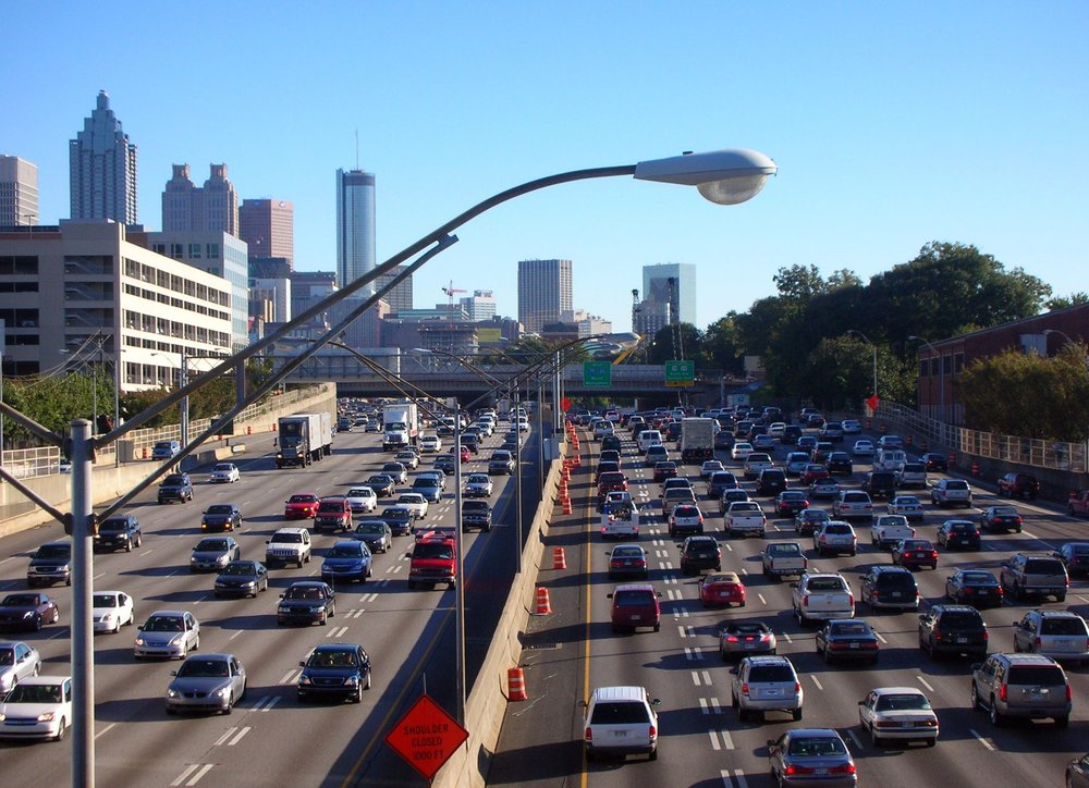 Freeway traffic in Atlanta, GA. Source: Wikimedia Commons.