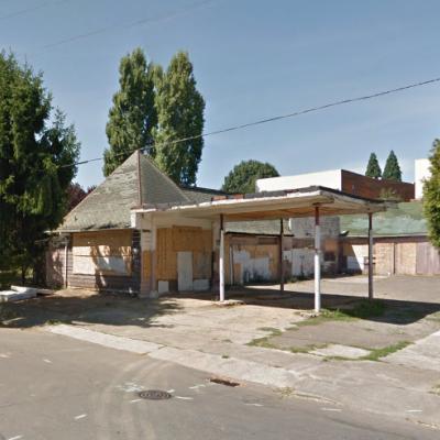 2015: Derelict gas station