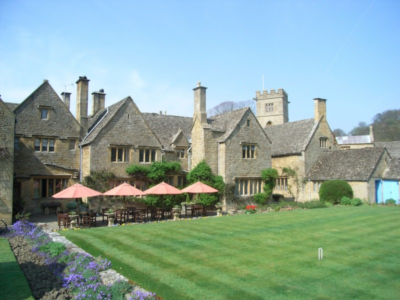 English manor lawn. Image by  miss insomnia tulip, Flickr