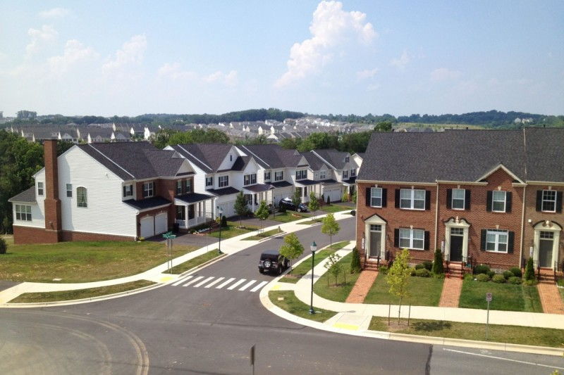 Single-family houses and townhouses coexist in Clarksburg. (Image by the author)
