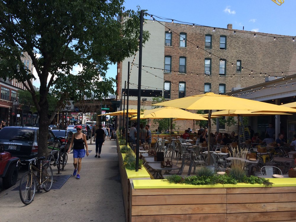 Outdoor dining in Chicago (Photo by Sarah Kobos)