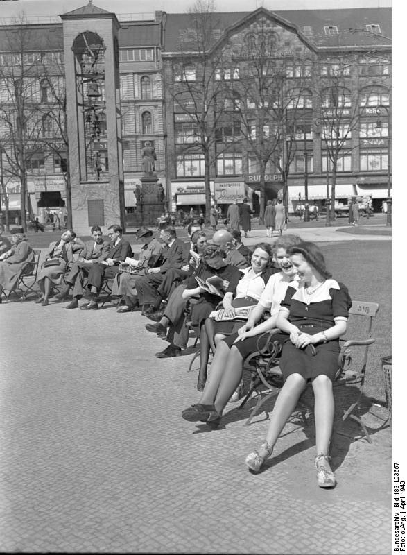 Another typical day in Berlin, 1940. (Source: Bundesarchiv, Bild 183-L03657 / CC-BY-SA 3.0)