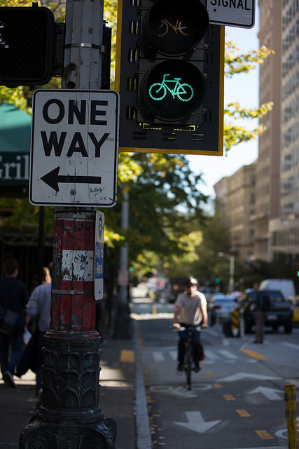 A bike-specific signal helps everyone stay safe at an intersection in Seattle (Source: NACTO)