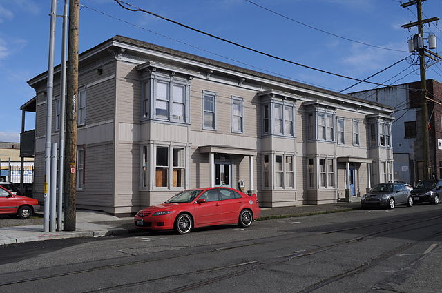 640px-Olympia,_WA_-_old_apartment_building_01.jpg