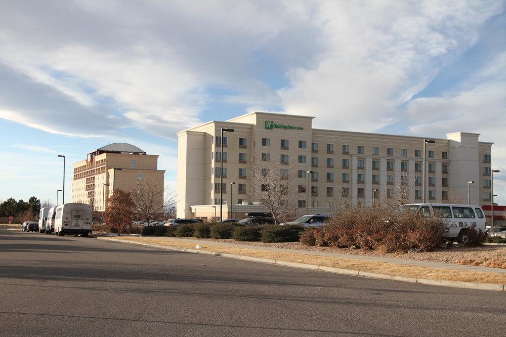 13-suburbanhotel.jpg
