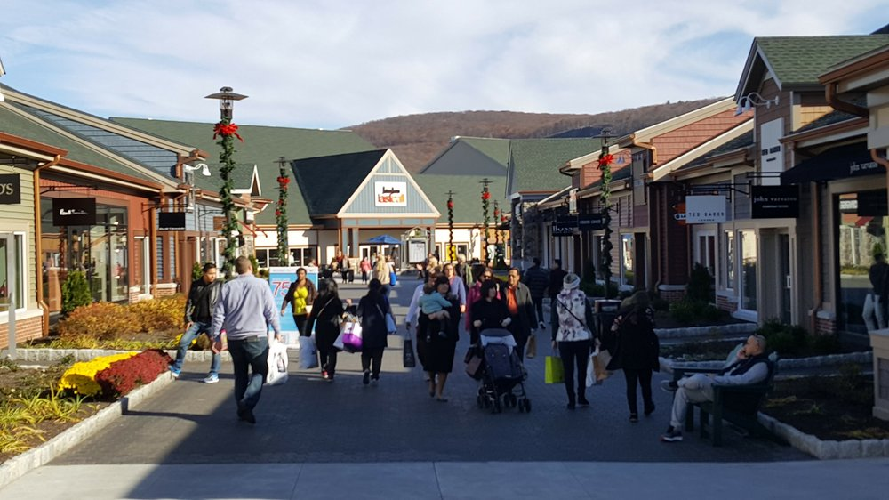 Woodbury Commons, an outlet mall in Central Valley, New York. A retail one-trick pony, but why can't we adopt this pattern and build a Complete Neighborhood instead? (Source: Andrew Price)