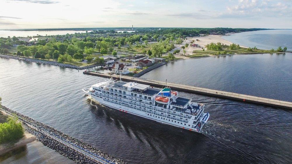 Cruise Ships-min.jpg