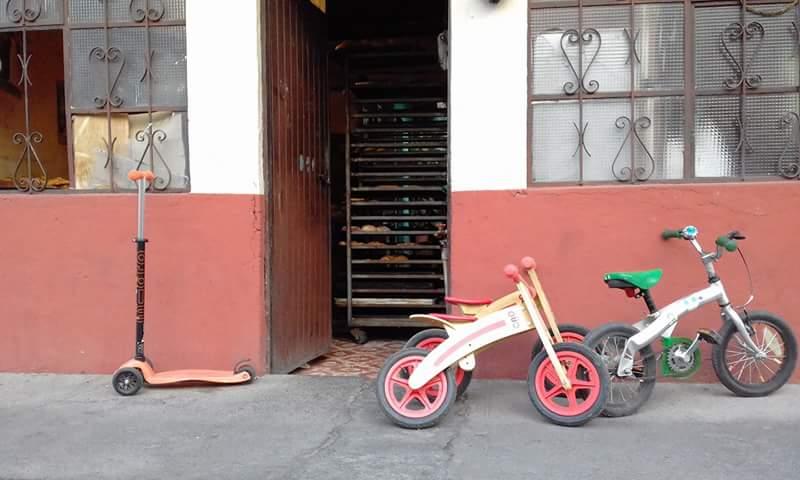 PICTURE 2. En bici al pan- economia local.jpg