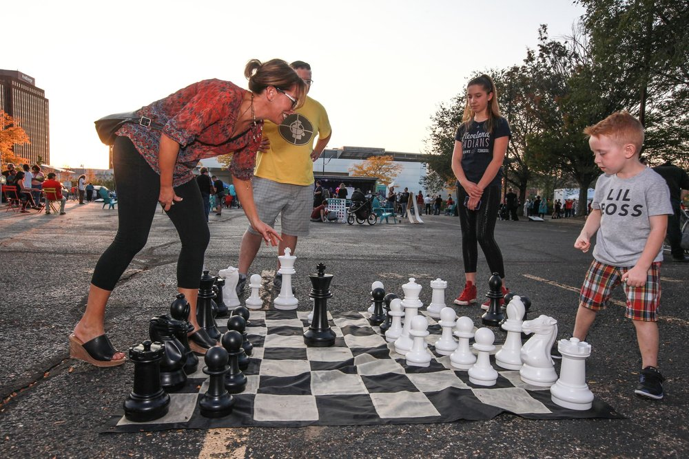 An arts festival organized by strong citizens in Akron, Ohio gets families out playing games, listening to music, eating local food and enjoying art in the community. (Source: Jeffrey Klaum via Akronstock)