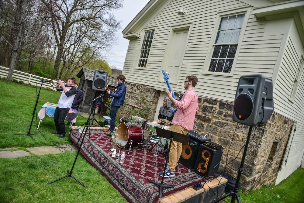 A backyard concert in Akron, Ohio brings strong citizens together on Earth Day to clean up the community (Source: Shane Wynn via Akronstock)