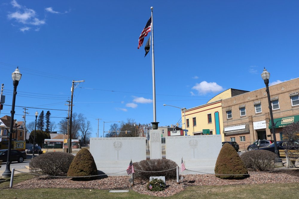 Vet Memorial in St Marys' downtown