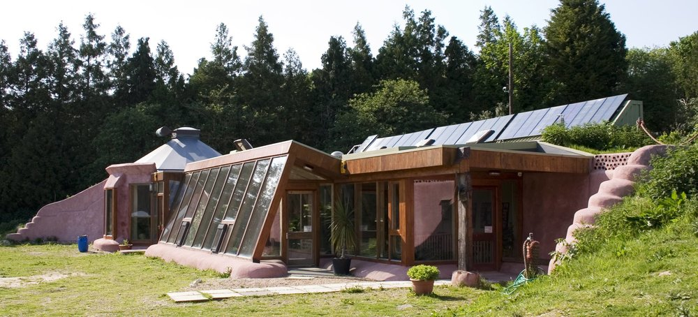 An Earthship in Brighton, England. (Source: Wikimedia Commons)