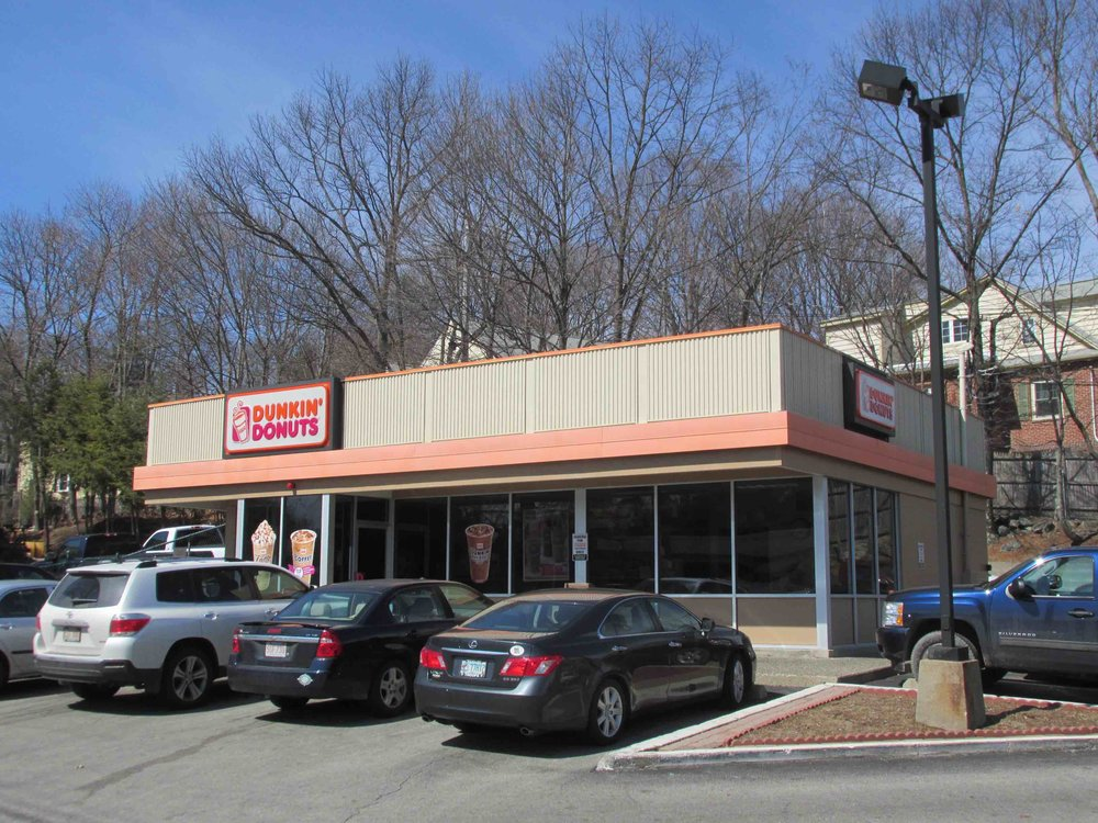 Dunkin can afford the parking lot. Can a mom-and-pop shop? (Image: Wikimedia Commons)