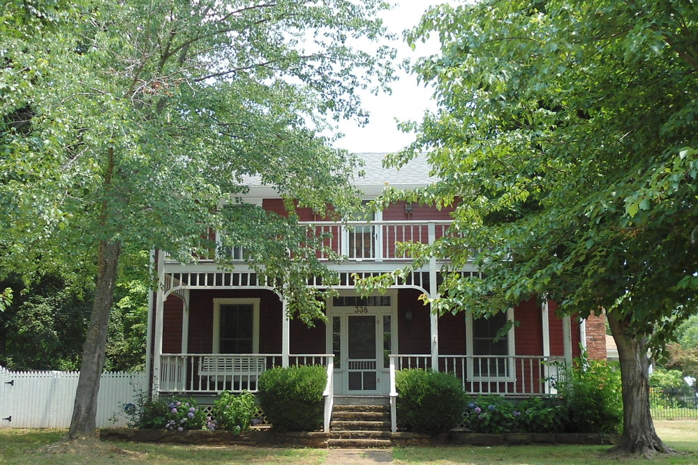 A home in a historic district in Fayetteville, Arkansas. (Source: Wikimedia Commons)