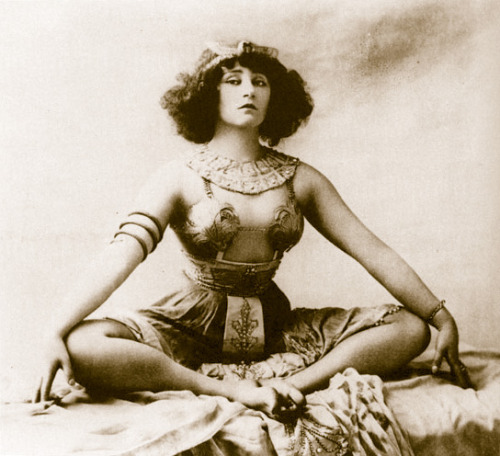Colette for her Moulin Rouge pantomime,  Rêve d'Égypte -  Photography by Leopold Reutlinger c. 1907