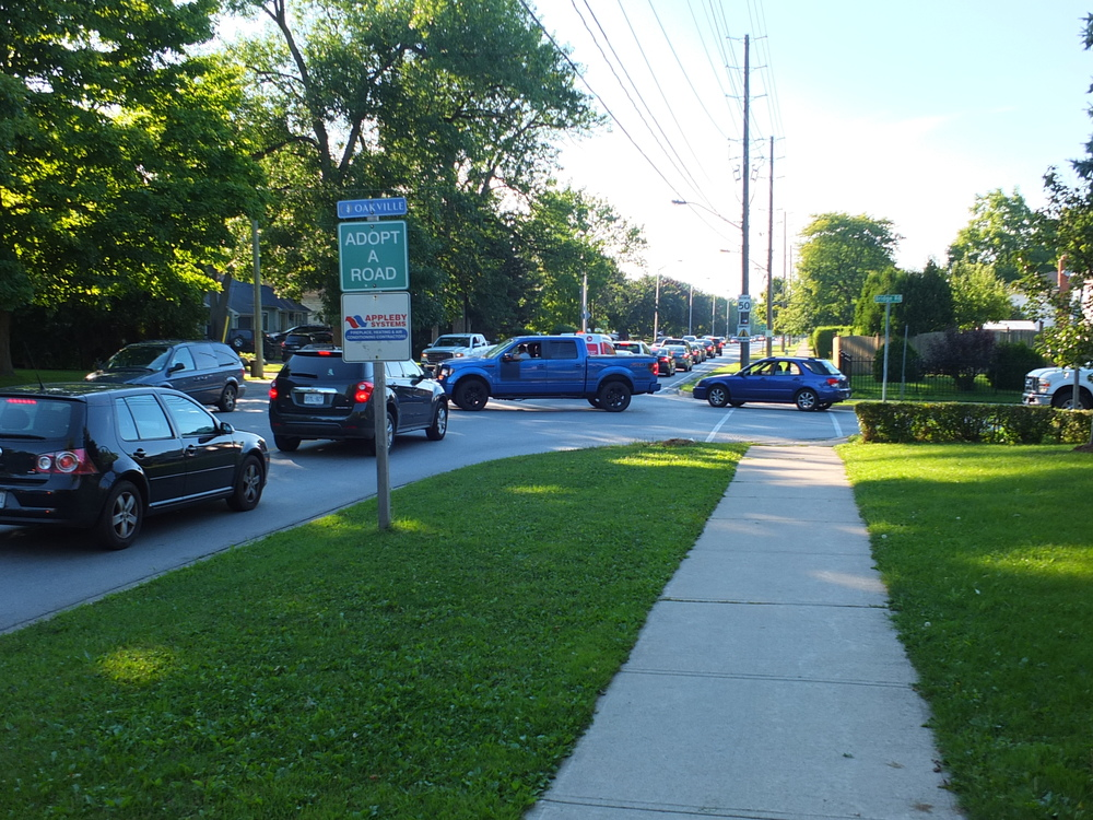 Vehicles from Bridge Road try to squeeze onto Bronte Road