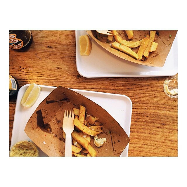 "Ce midi, régalez vous avec @jfwhelan et Hugo qui seront Place d'Anvers avec le #Foodtruck ! #paris9 #anvers #placedanvers #pigalle  #regram @iciarjcarrasco ""This kind of Sunday #fishandchips #thesunkenchip #yummy #food #restaurant #paris #sunday"""