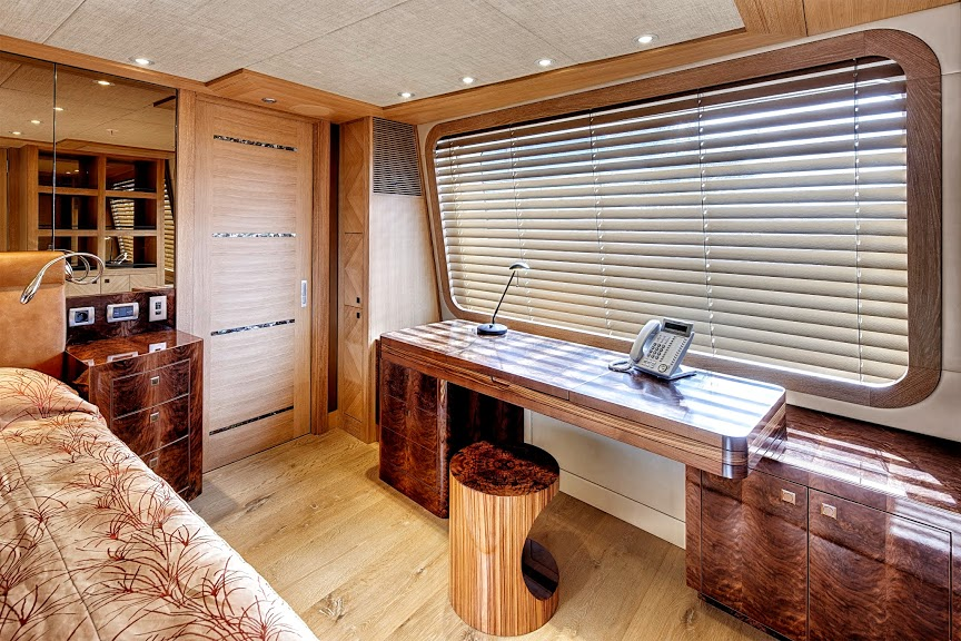 alloy-yachts-cosegna-il-nuovo-superyacht-ay43-loretta-anne-ay43-master-suite.jpg