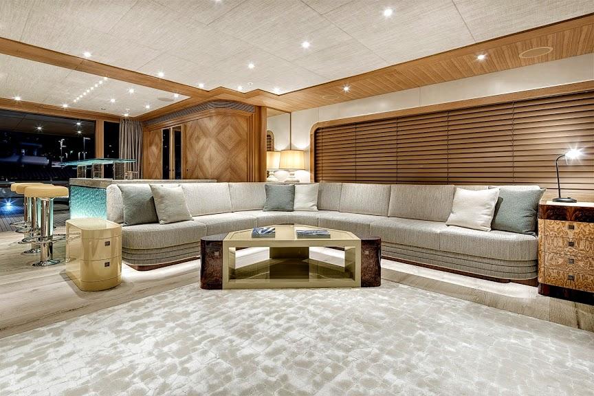 alloy-yachts-cosegna-il-nuovo-superyacht-ay43-loretta-anne-ay43-saloon-alt.jpg