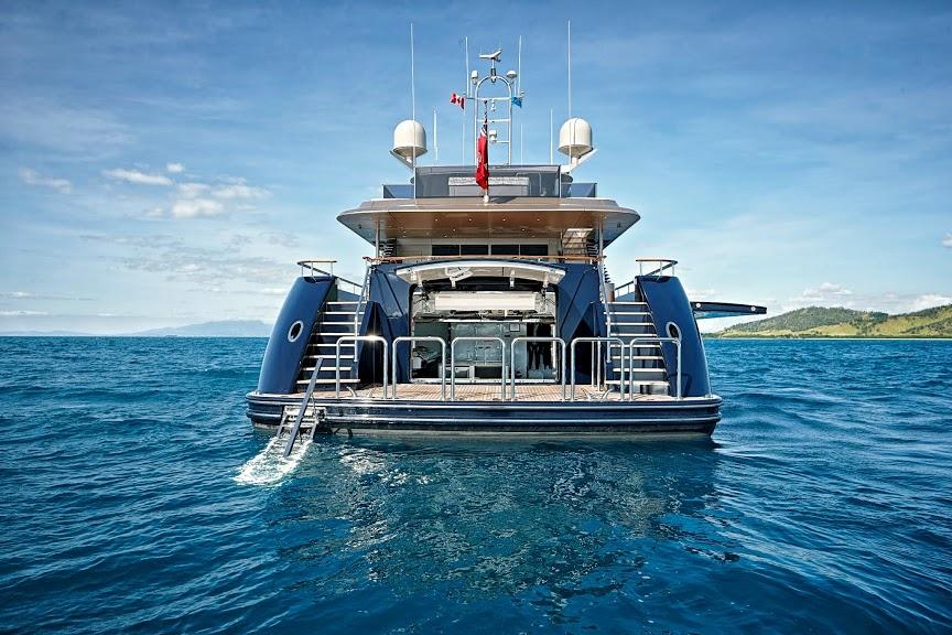 alloy-yachts-cosegna-il-nuovo-superyacht-ay43-loretta-anne-ay43-side-door-5.jpg