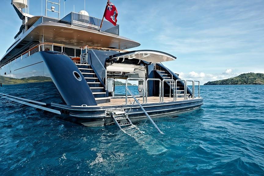 alloy-yachts-cosegna-il-nuovo-superyacht-ay43-loretta-anne-ay43-side-door-7.jpg