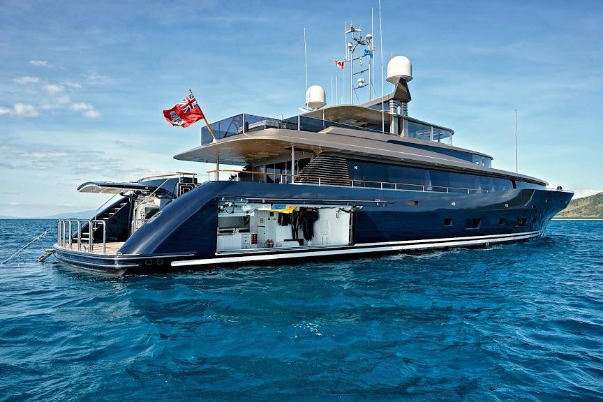 alloy-yachts-cosegna-il-nuovo-superyacht-ay43-loretta-anne-ay43-side-door-9.jpg