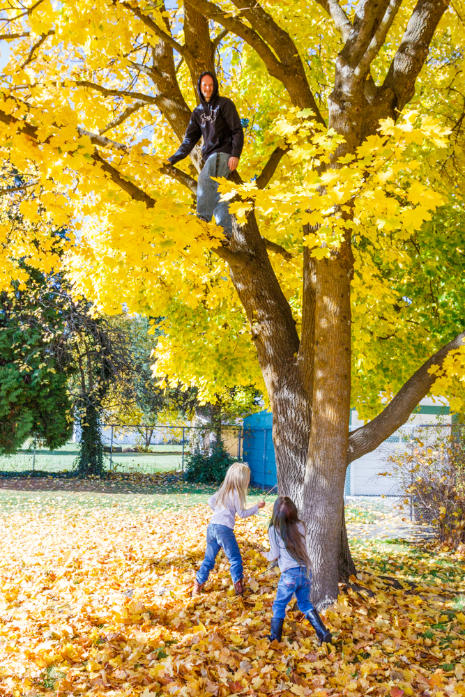 Kids in Leaves -20171027_118.jpg