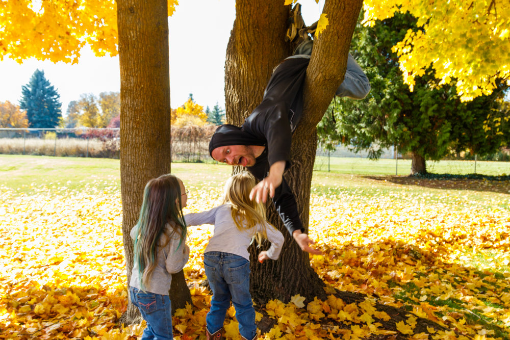 Kids in Leaves -20171027_114.jpg