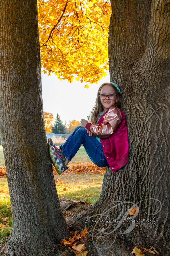 Zenna in the Leaves Mini-Session-20181016_004.jpg