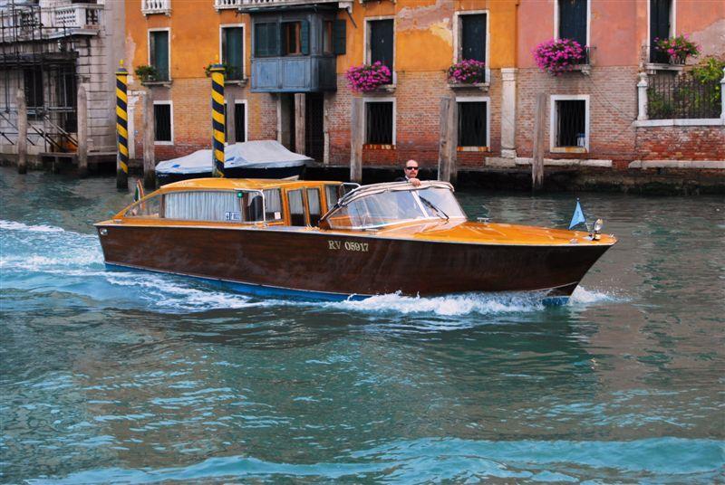 Motoscafo (water taxi)