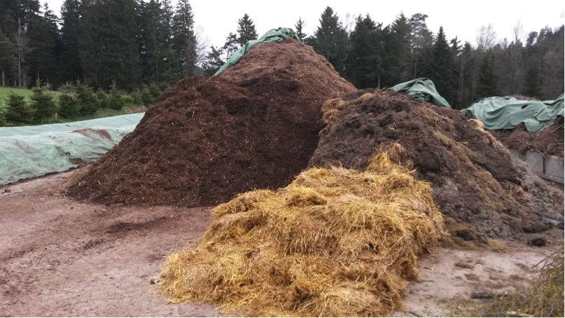 Shredded woody material (left) and straw (right)