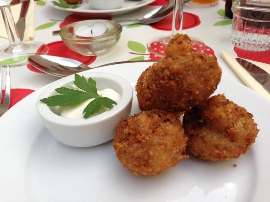 Crumbed garlic mushrooms served with Aioli
