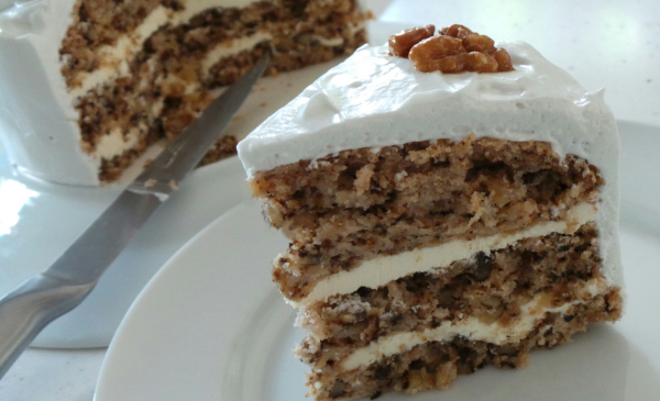 Walnut Cake with vegan Meringue