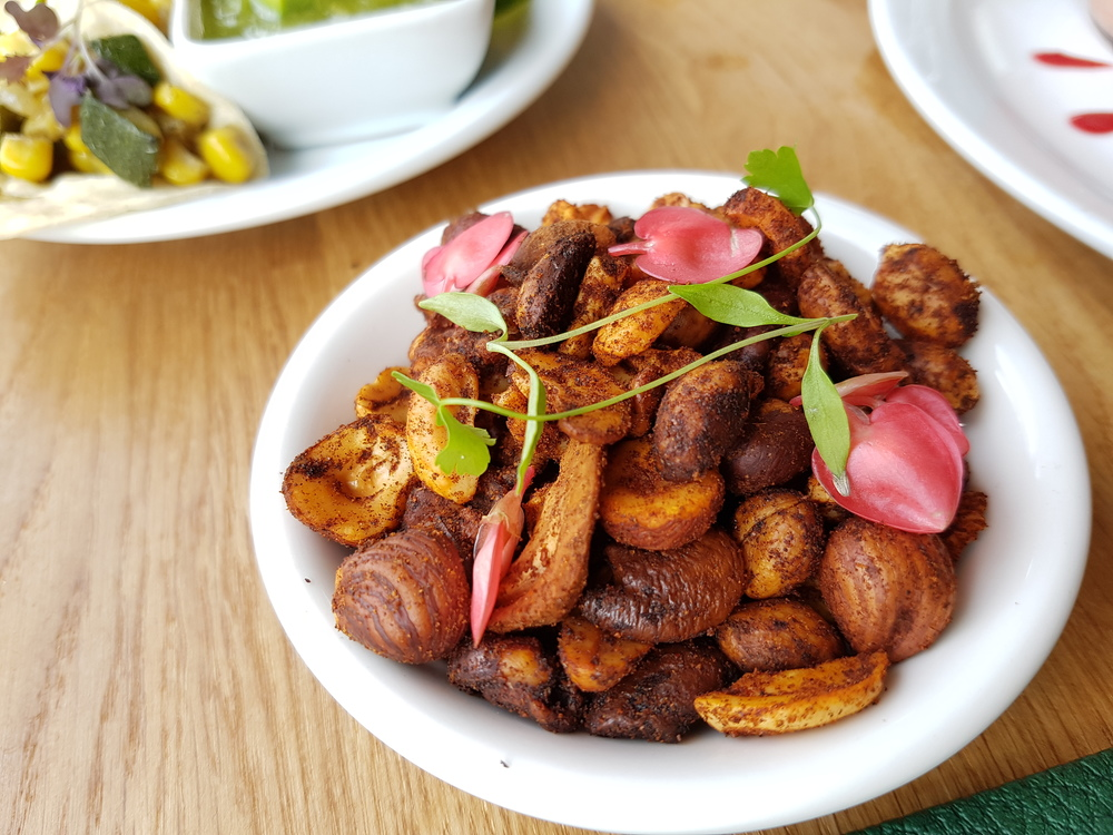 Roasted mixed nuts with sweet paprika
