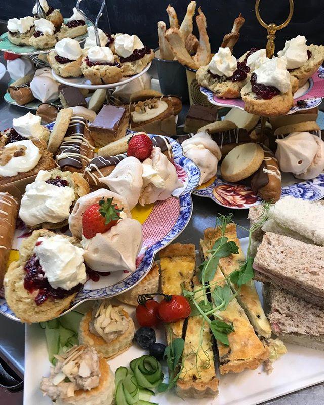Tea for rather more than two :) #gardencafeteas #traquairhouse 🧡