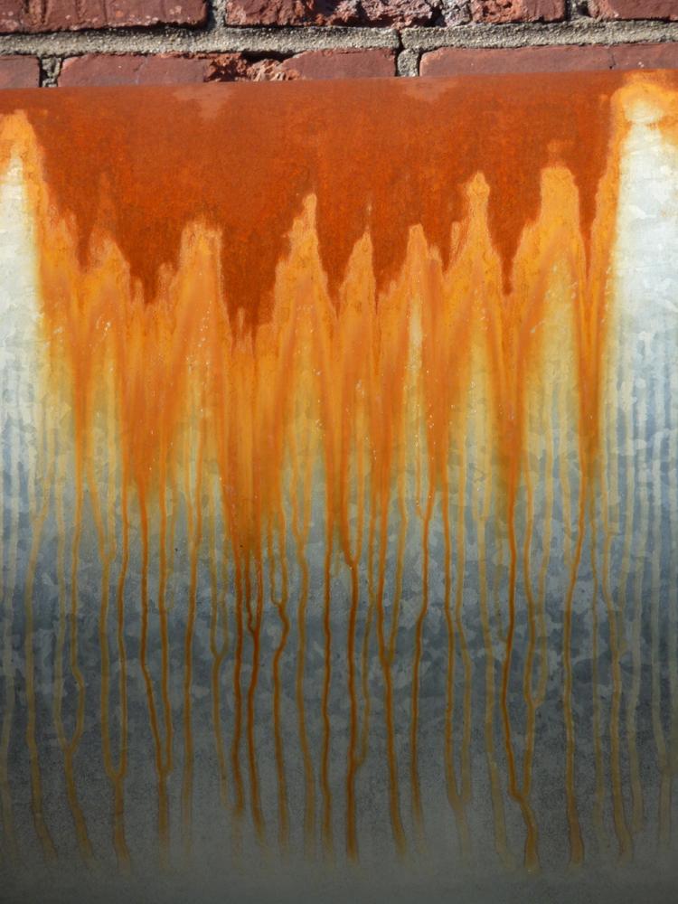 rust drip on kingsland tube.jpg