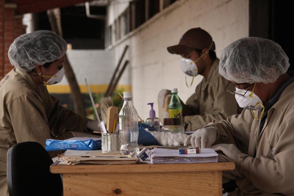 Trabajadores en el Archivo Histórico de la Policía Nacional. Foto: James Rodríguez. Workers at the Guatemalan National Security Archive. Photo: James Rodríguez.