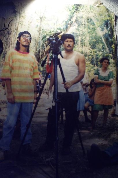 Boris Hernández y Arturo Albizúres, fundadores de COMUNICARTE. Apesar de las amenazas y las condiciones desfavorable para la producción de video en Guatemala, (durante el conflicto armado y en la actualidad) continúan trabajando en pro de los derechos humanos, la lucha por la tierra, el retorno de los regugiados, las luchas estudiantiles y muchos otros temas sociales.  Boris Hernandez and Arturo Albizures,  founders of COMUNICARTE. Despite threats and unfavorable conditions for video production in Guatemala ( during the armed conflict and currently ) Comunicarte continue to work for human rights, the struggle for land, the return of refugees , student strugglesand many other social issues .