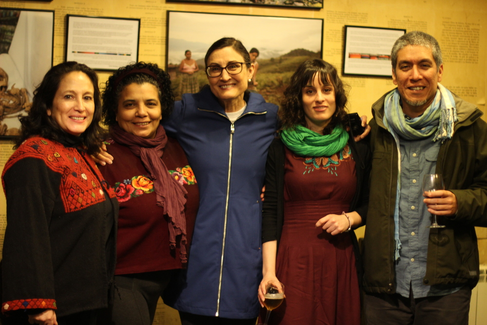 De derecha a izquierda:: James Rodriguez, Beatriz (Lagun Artean-Entreamigos), Jean-Marie Simon, Lucía Pinto y Ana Lucía Cuevas. From right to left: James Rodriguez, Beatriz (Lagun Artean-Entreamigos), Jean-Marie Simon, Lucía Pinto and Ana Lucía Cuevas.