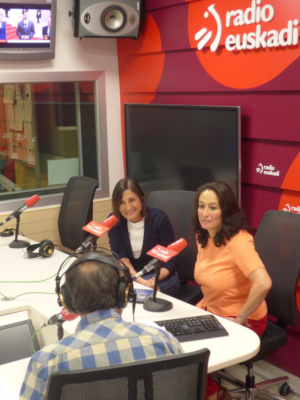 Jean-Marie Simon yAna Lucía Cuevas en Radio Euskadi.  Jean-Marie Simon and Ana Lucía Cuevas atRadio Euskadi.