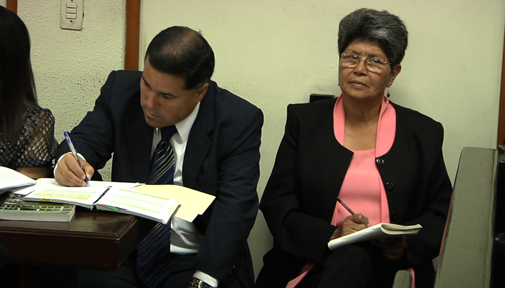 Aura Elena (FAMDEGUA) querellantes adehesivos en el juicio contra Felipe Cusanero. Foto: Armadillo Productions. Aura Elena (FAMDEGUA) acting as plaintiff on the trial against Felipe Cusanero. Photo: Armadillo Productions.