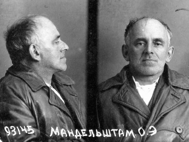 Photographie anthropométrique du NKVD, suite à la seconde arrestation d'Ossip Mandelstam - 1938.