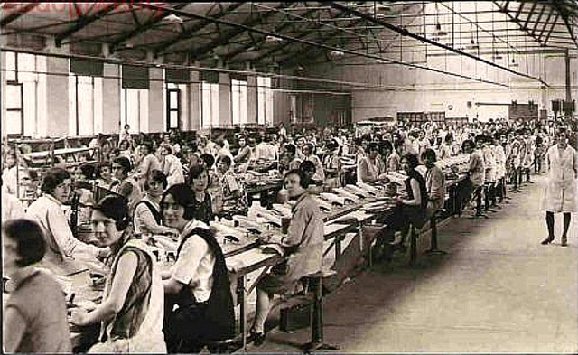 Liverpool Postcard - Dunlop's Shoe Factory, Walton, c 1930s.jpg