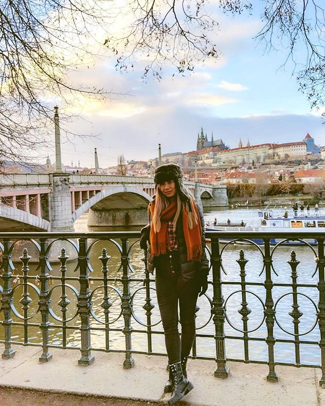 Tried to take some quick pictures while exploring this amazing city but these photos don't do Prague any justice.  Although we spent the last day of the year dealing with some unpredictable situations traveling from Prague to Paris, I still can't complain ❤️ Thankful for everything 2018 has brought and for all the great people we have in our lives. Happy New Year! Looking forward to 2019 🎉 📸: @rex.vh