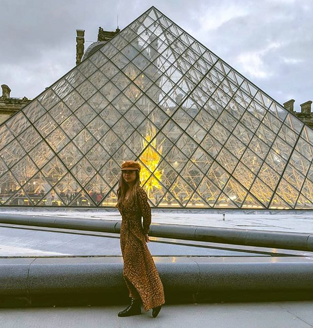 passing through Musée du Louvre 🖤 📸: @rex.vh